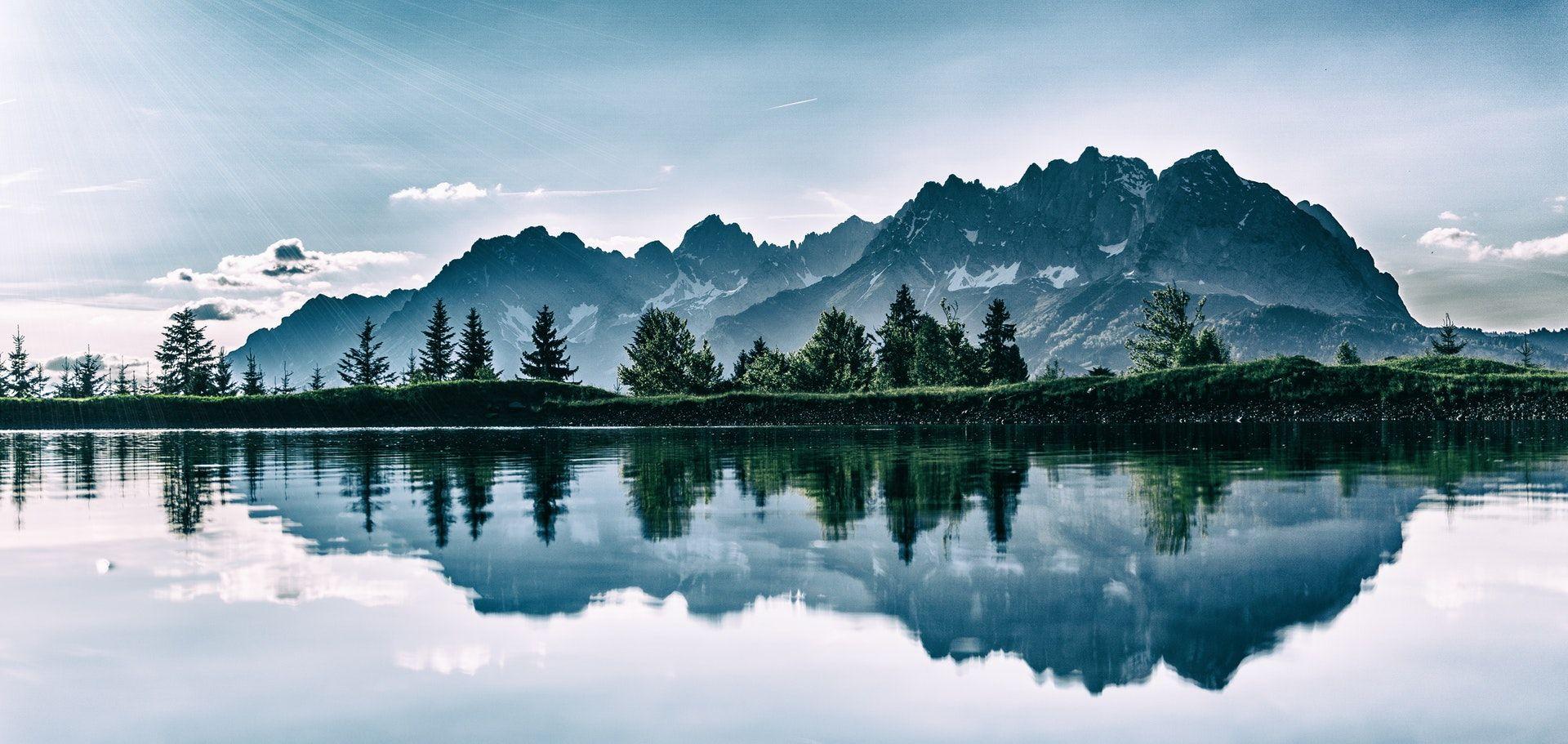 عکس زمینه دشت در قله پس زمینه