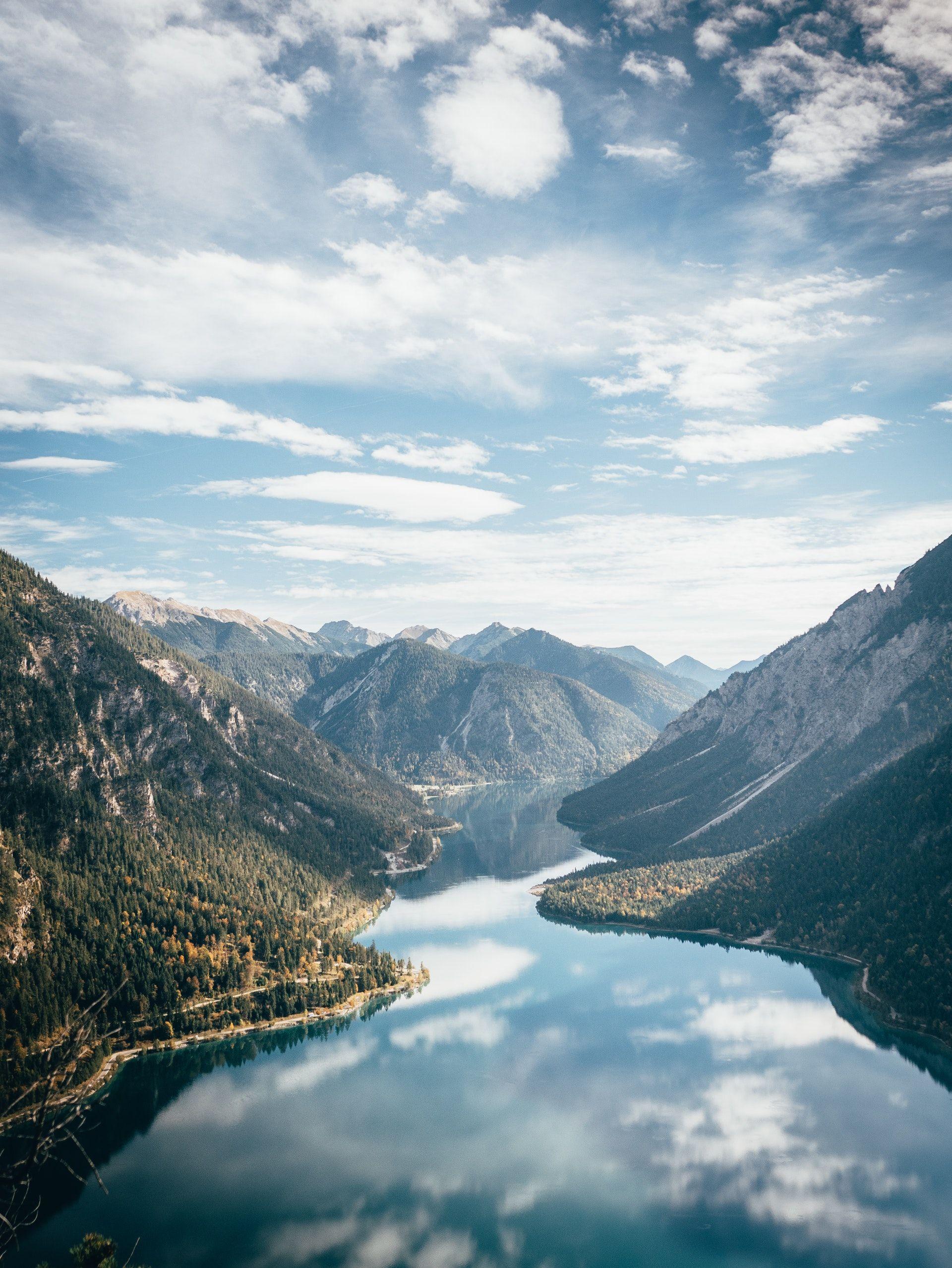 عکس زمینه منظره زیبای کوه در روز پس زمینه