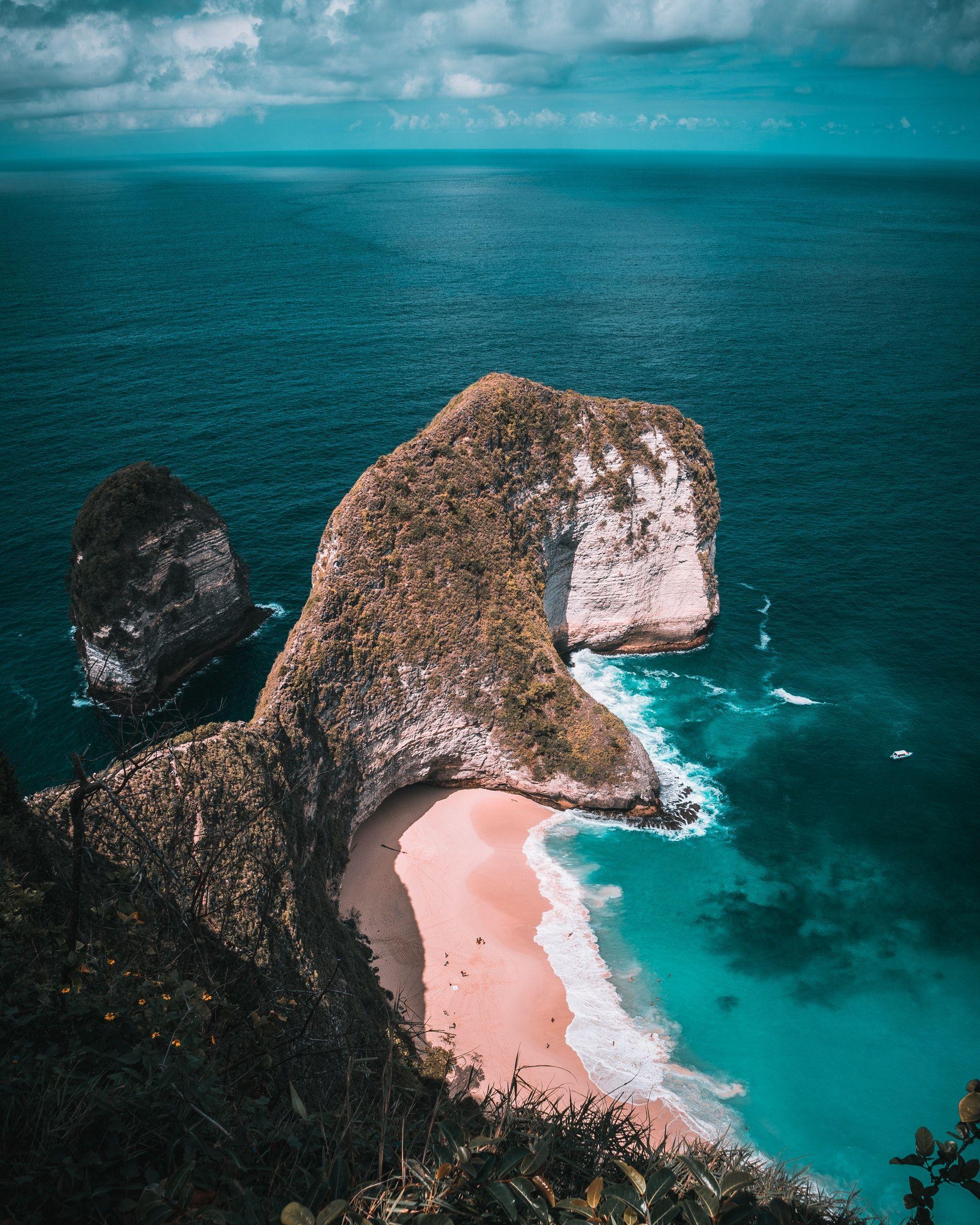 عکس زمینه نمای بالا از یک جزیره پس زمینه