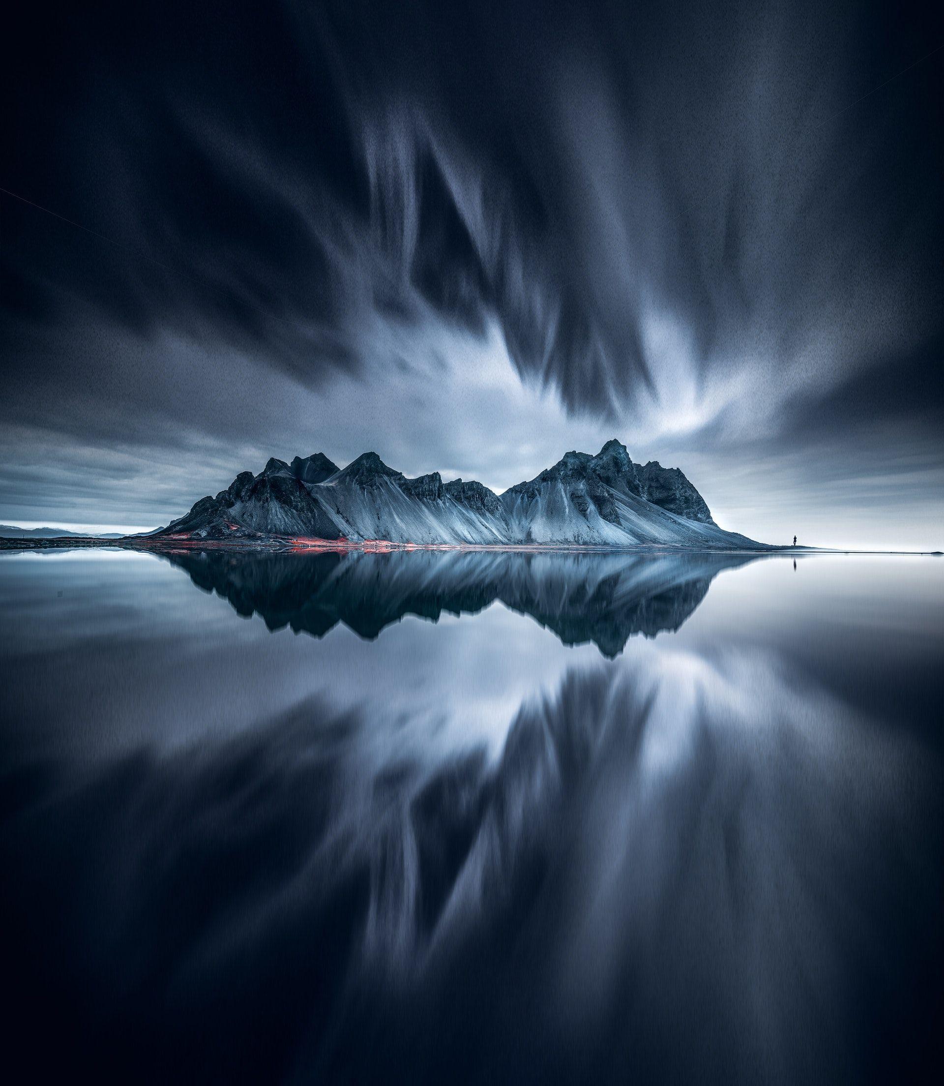 عکس زمینه کوه یخ در بدن از آب پس زمینه