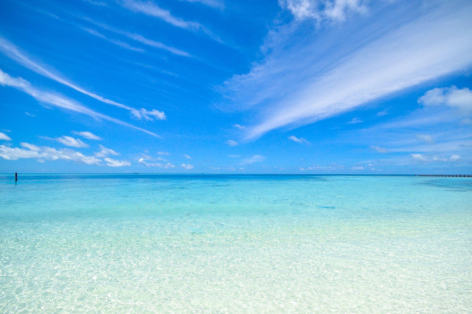 عکس زمینه رنگ آبی روشن ساحل پس زمینه