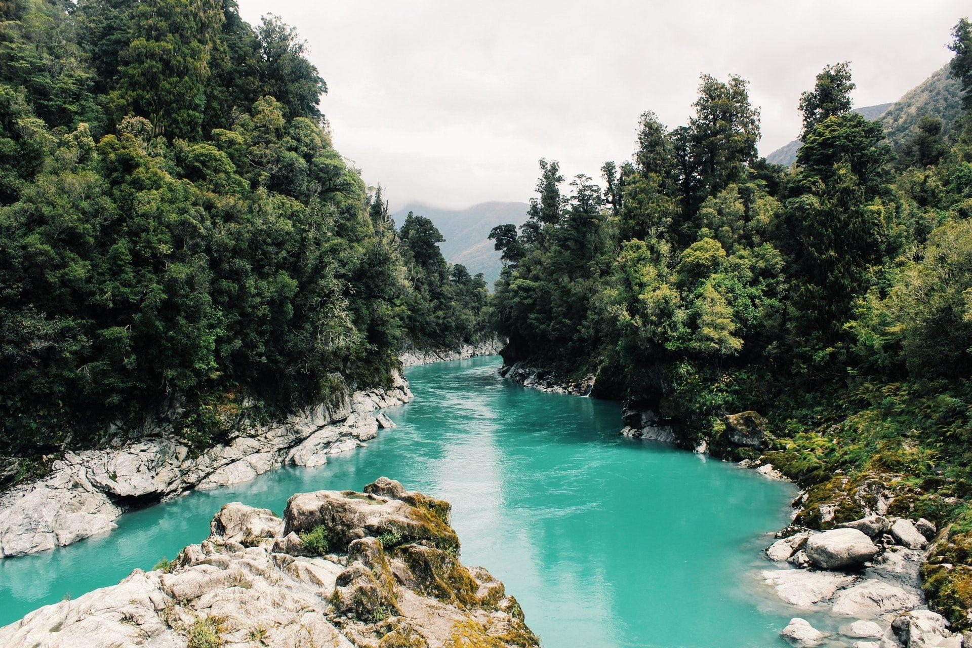 عکس زمینه منظره زیبای رودخانه پس زمینه
