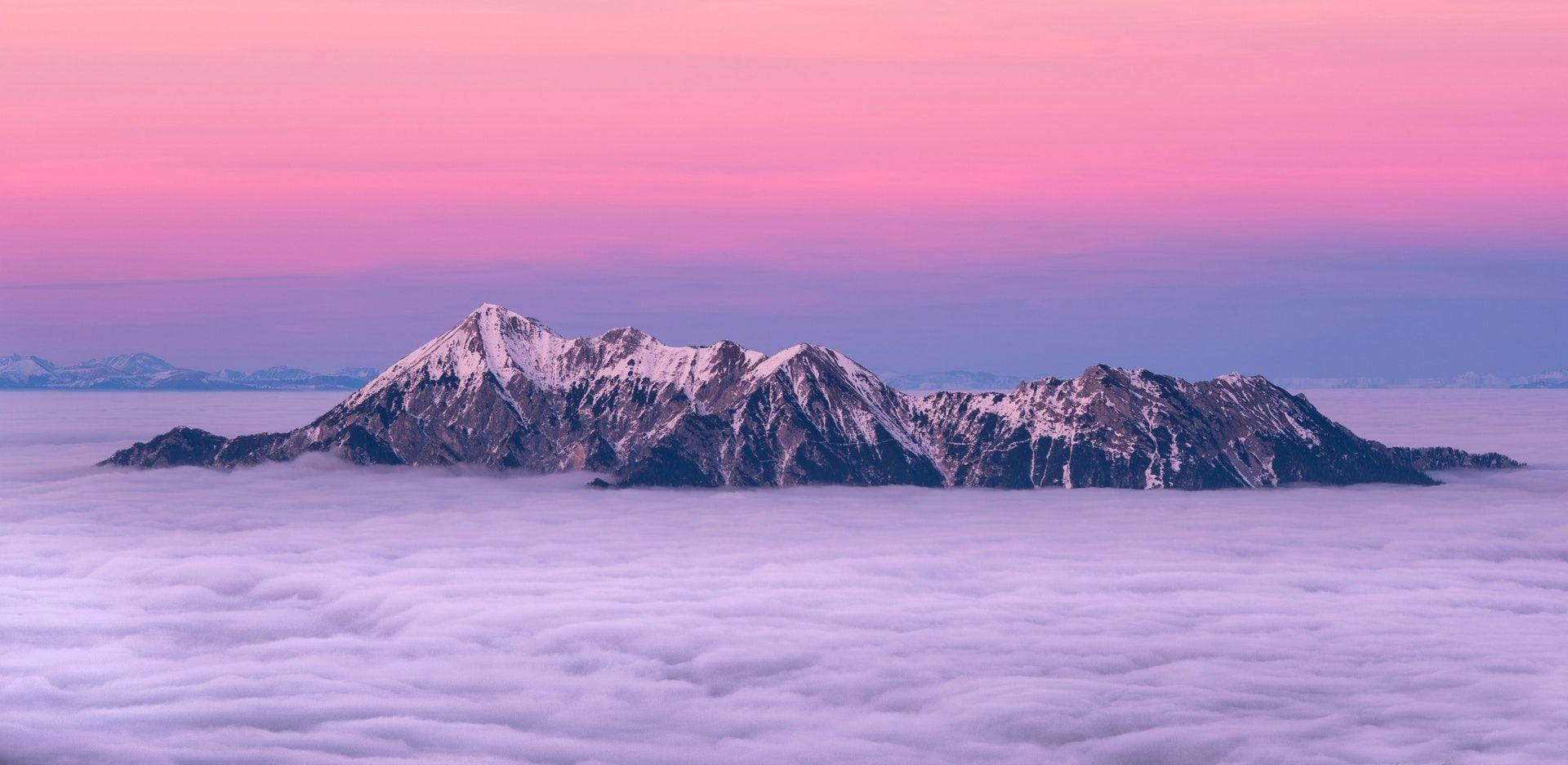 عکس زمینه قله کوه بالای ابر پس زمینه