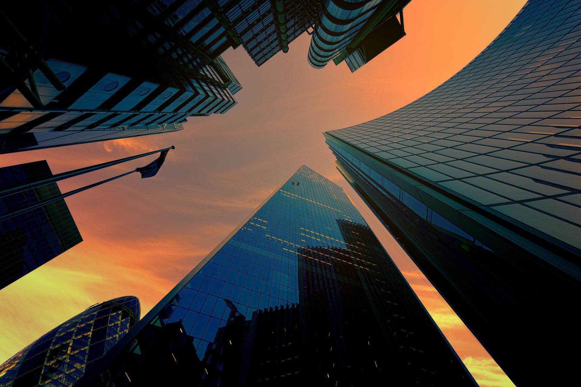 عکس زمینه چشم انداز ساختمان های بلند پس زمینه