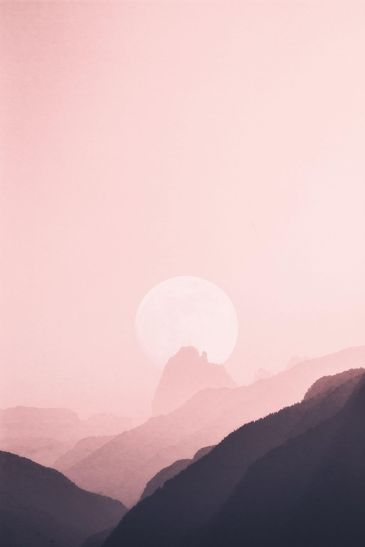 عکس زمینه هنری از طلوع در قله کوه پس زمینه