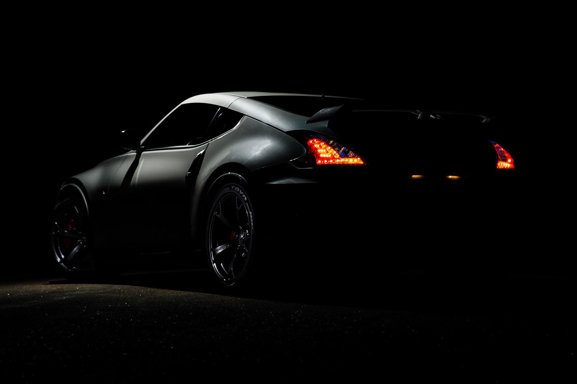 عکس زمینه نیسان 370Z در تاریکی پس زمینه