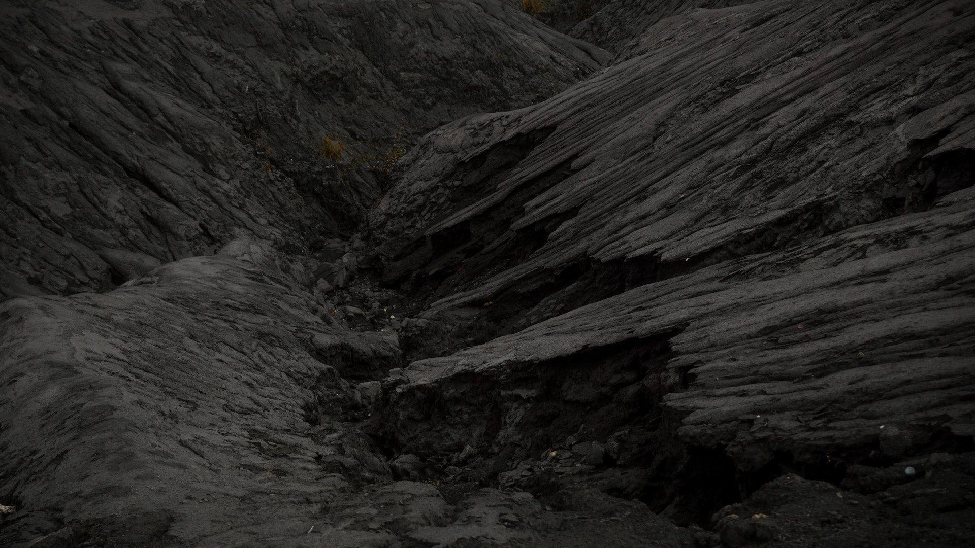 عکس زمینه کوه خاکستری تیره پس زمینه