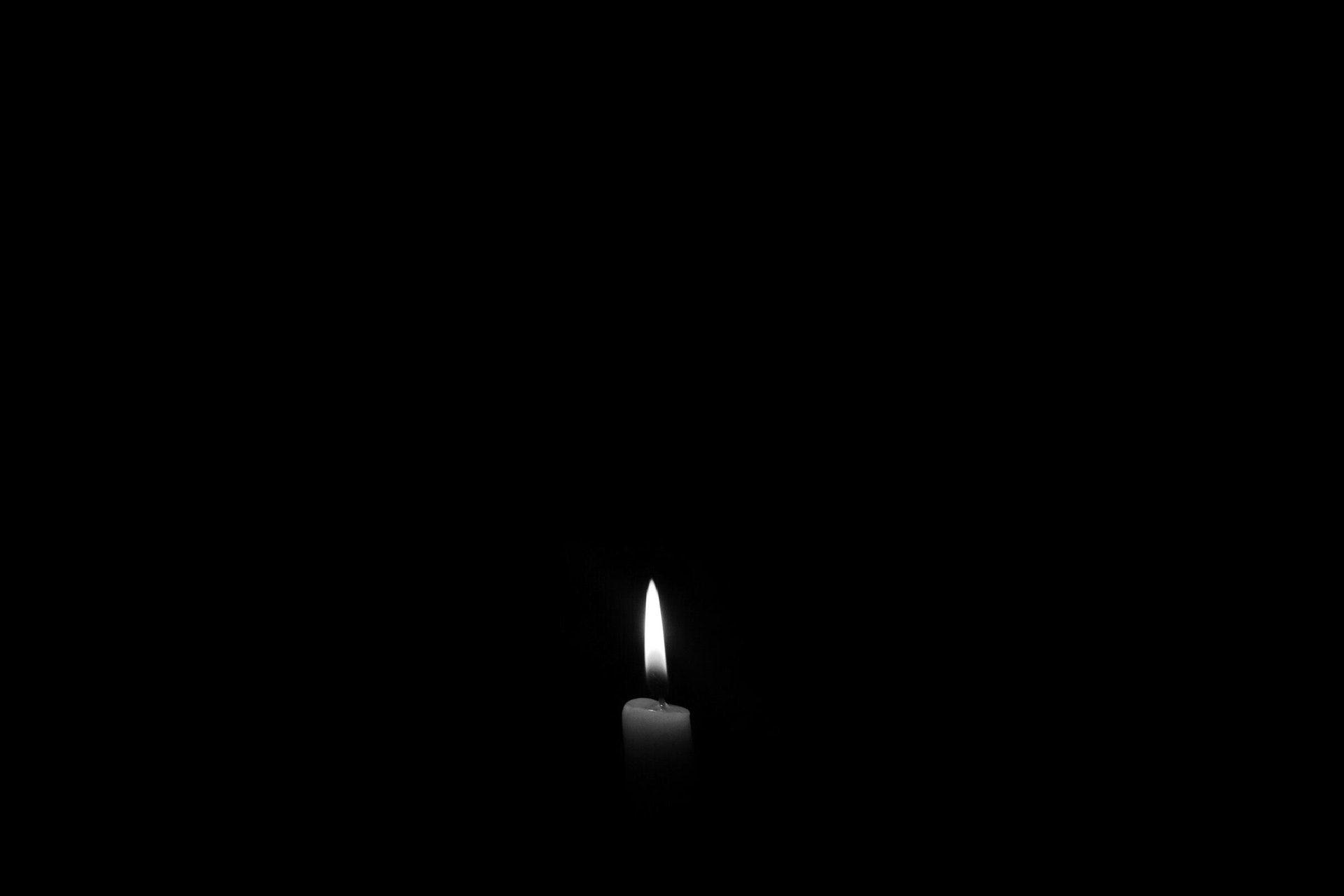 عکس زمینه شمع روشن تاریک سیاه و سفید پس زمینه