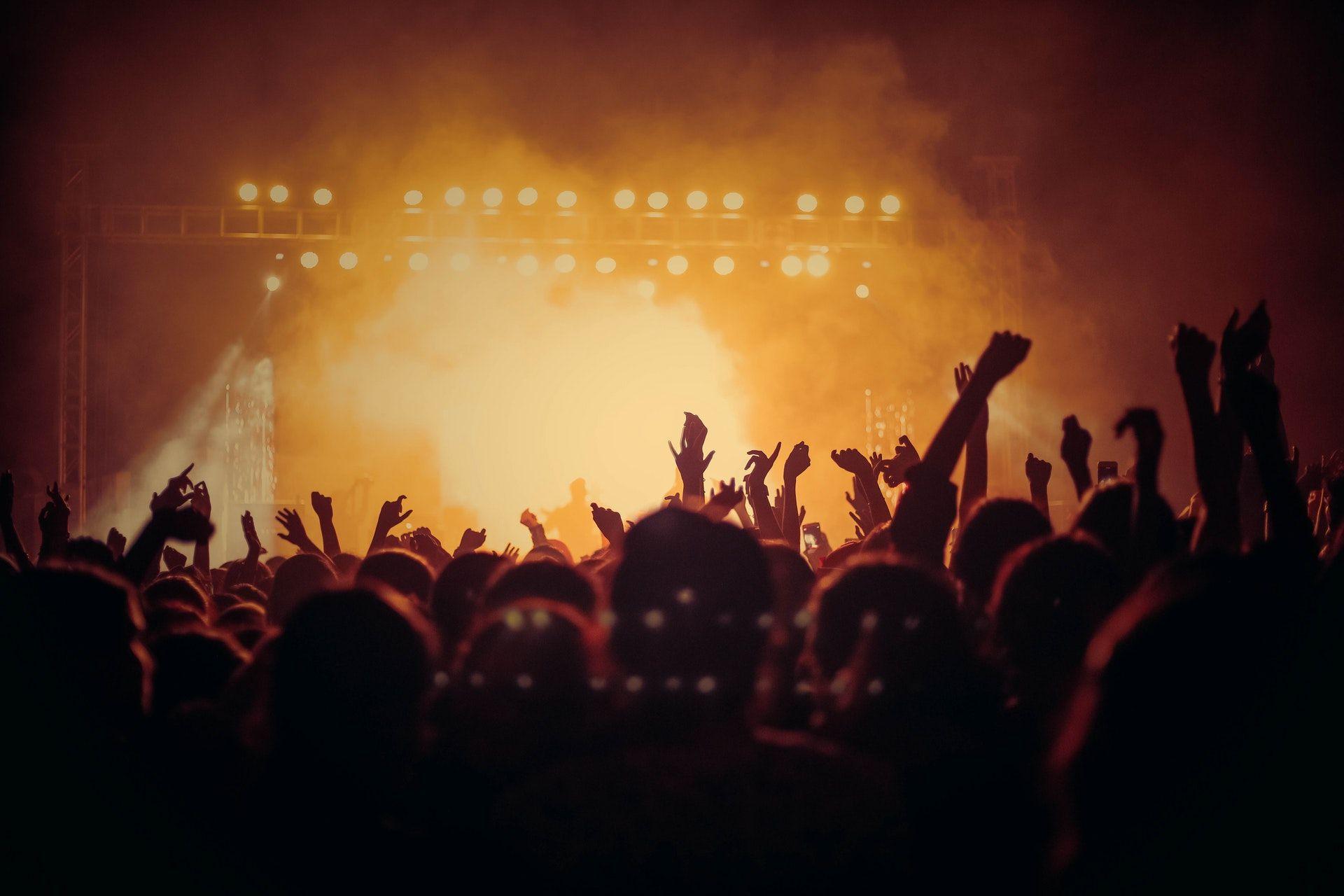 عکس زمینه مردم در کنسرت پس زمینه