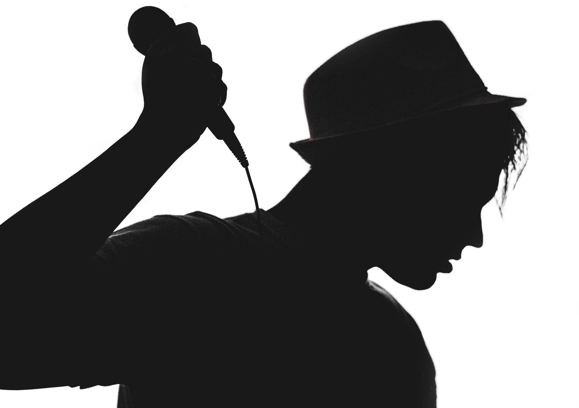 عکس زمینه شبح یک خواننده مرد پس زمینه