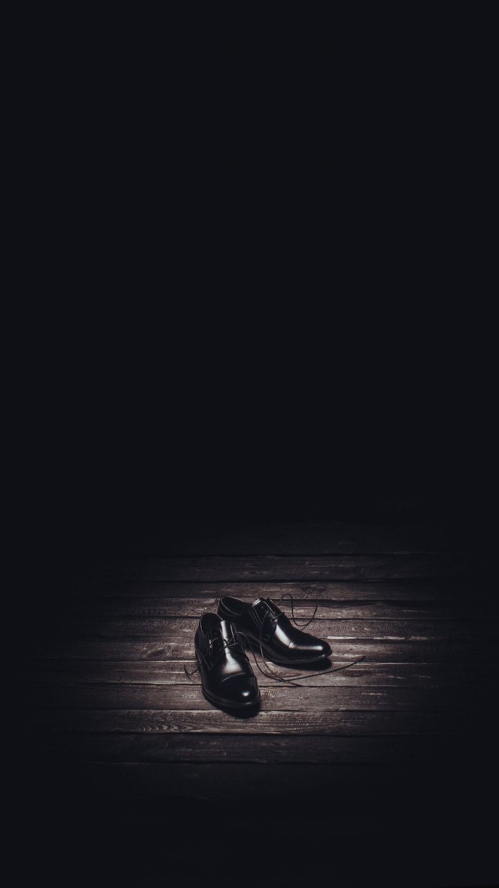 عکس زمینه هنری کفش مشکی پس زمینه