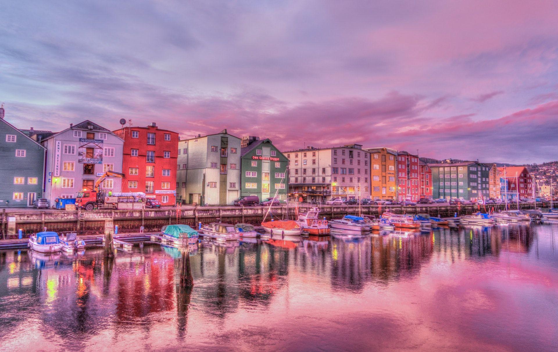 عکس زمینه شهر برگن نروژ پس زمینه
