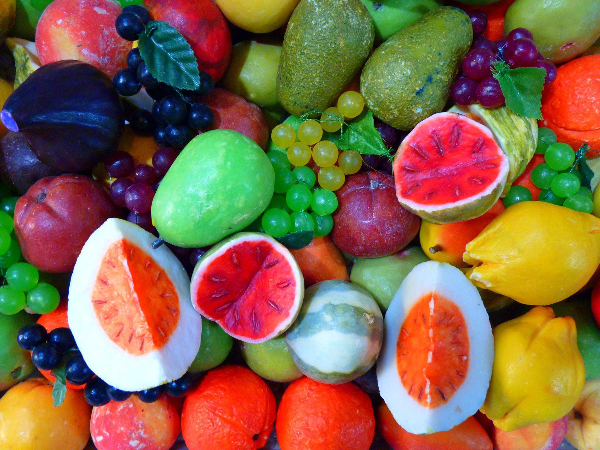 عکس زمینه میوه های قرمز زرد و سبز پس زمینه