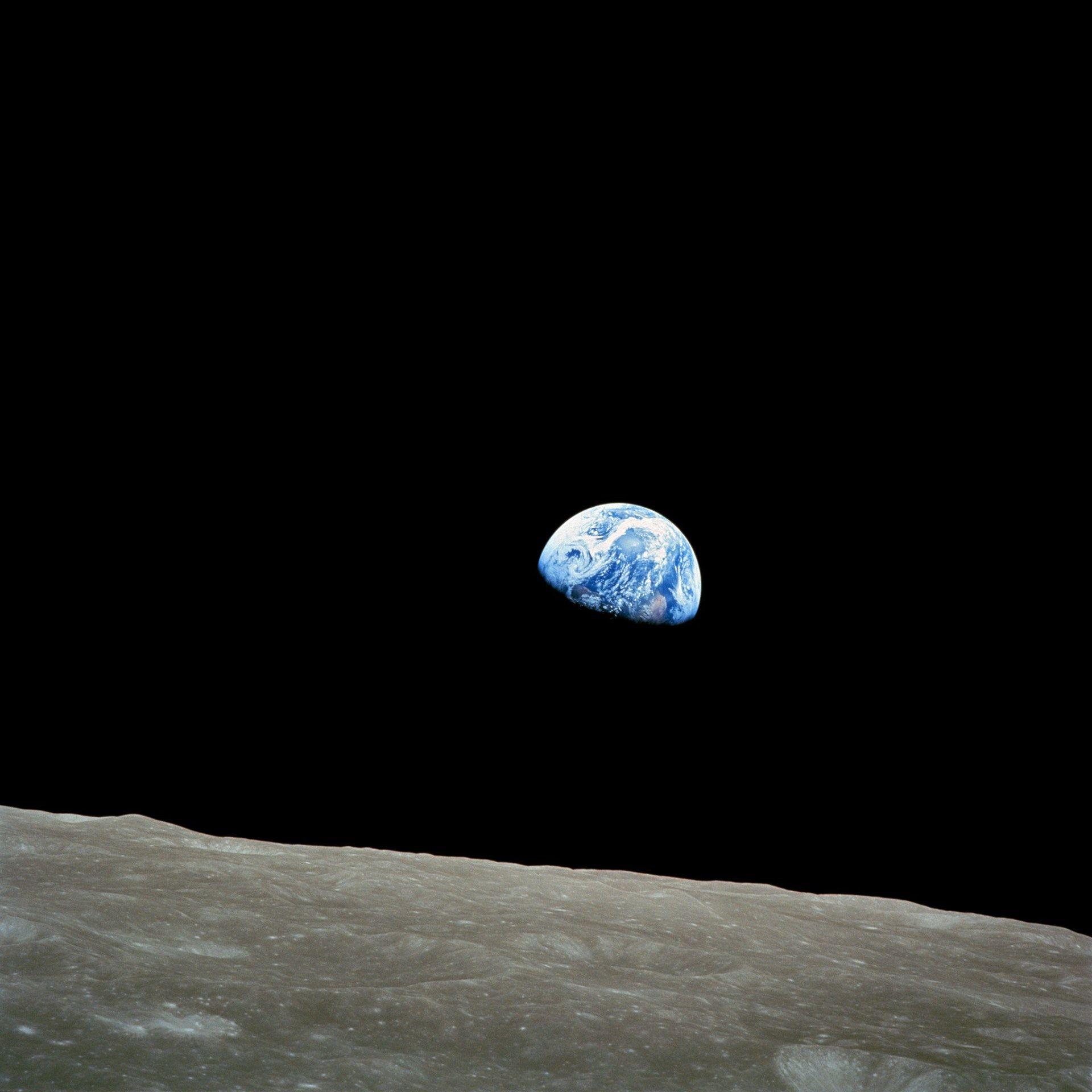 عکس زمینه نمای سیاره زمین از کره ماه پس زمینه