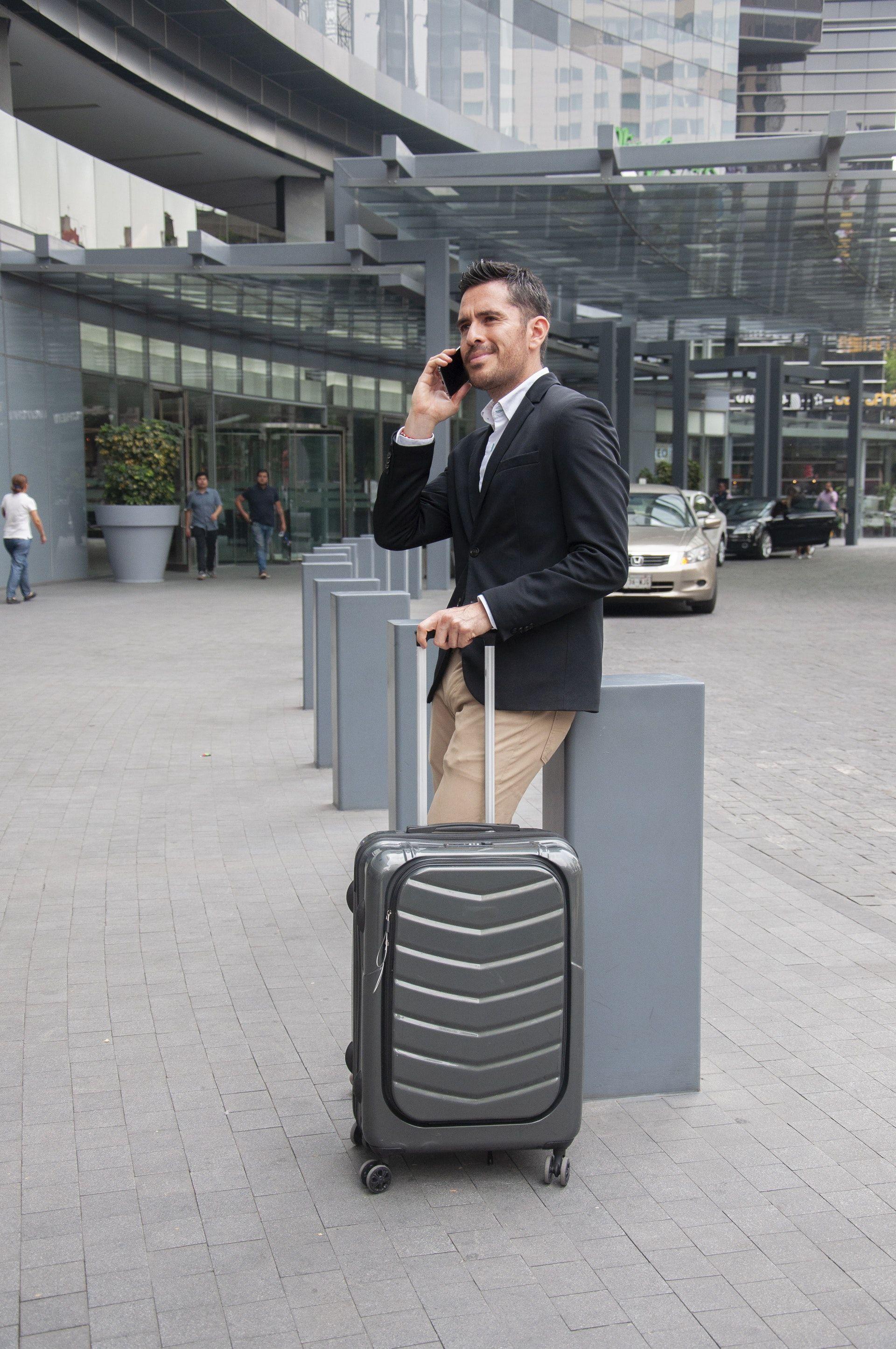 عکس زمینه چمدان و مسافر پس زمینه