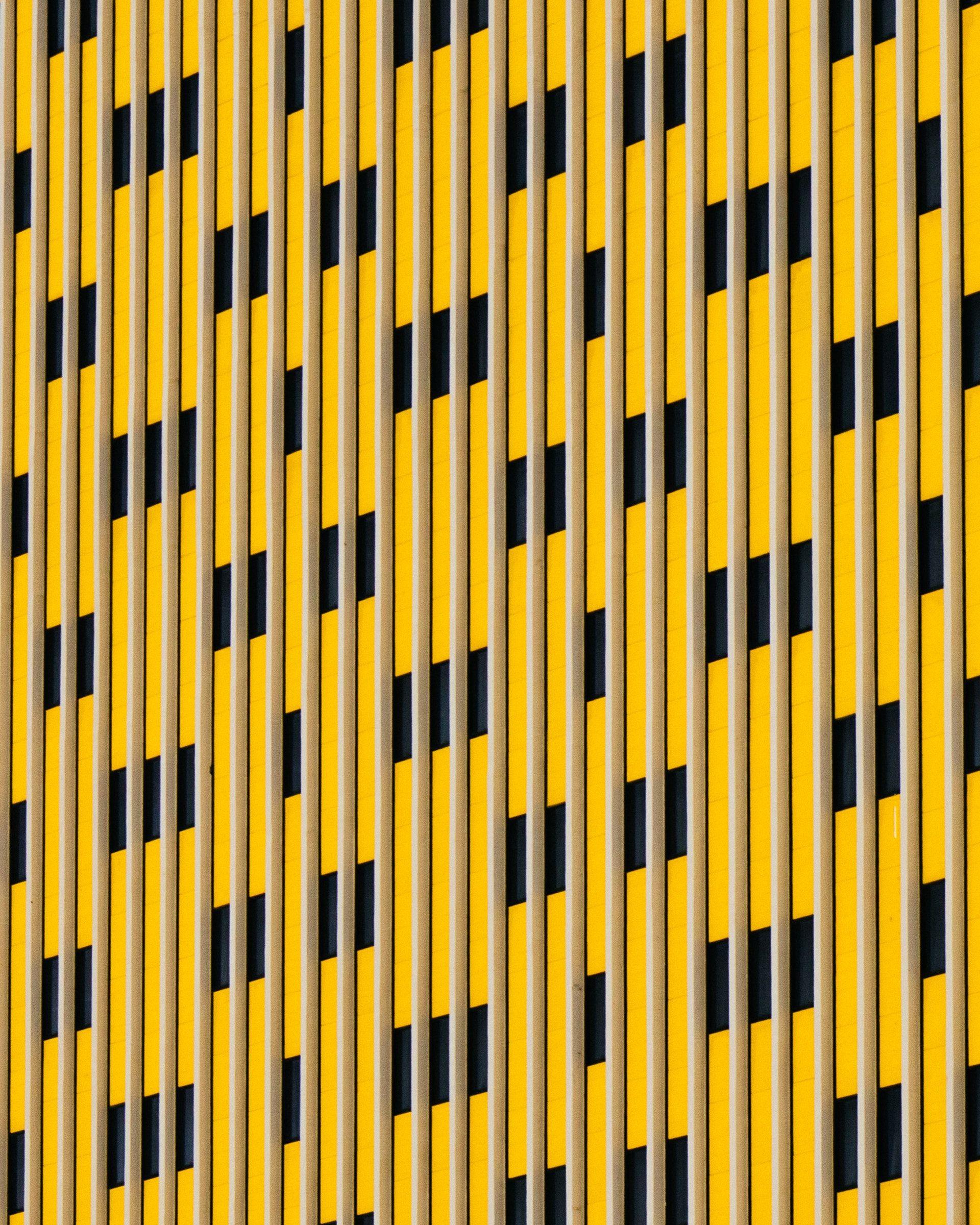 عکس زمینه الگو زرد و سیاه راه راه پس زمینه