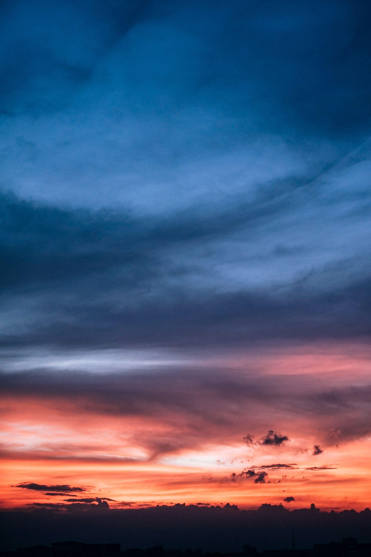 عکس زمینه آسمان آبی و نارنجی زیبا پس زمینه