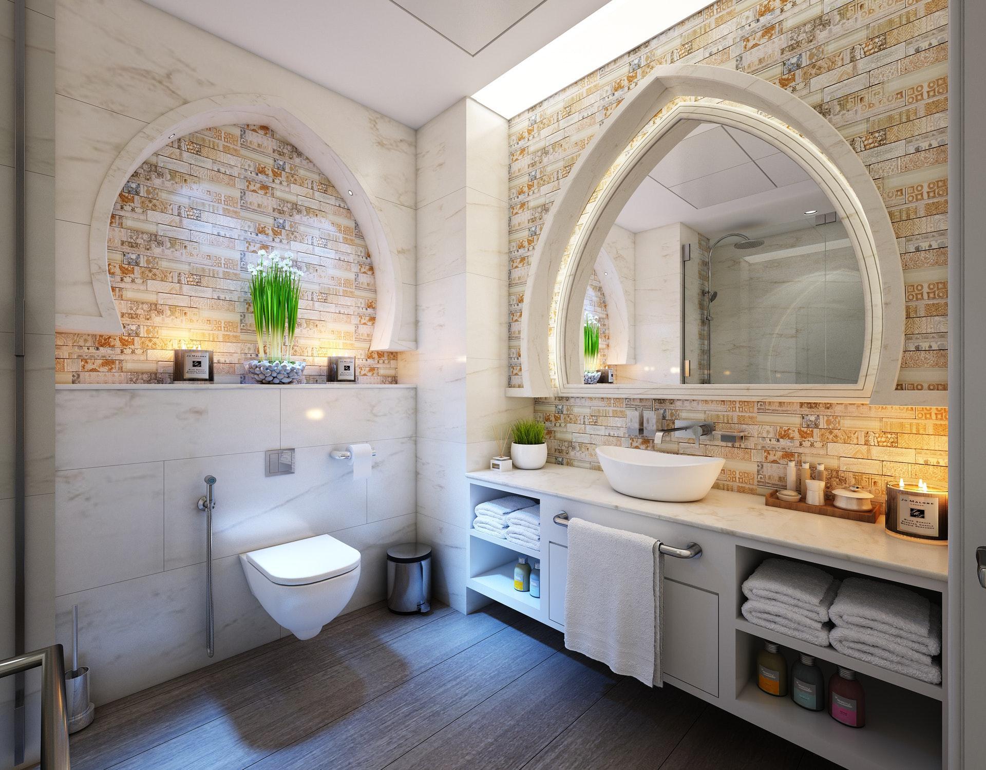 عکس زمینه حمام سنتی با حوله سفید پس زمینه