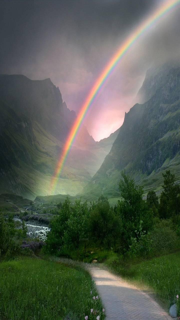 عکس زمینه رنگين كمان میان کوه های سر سبز پس زمینه