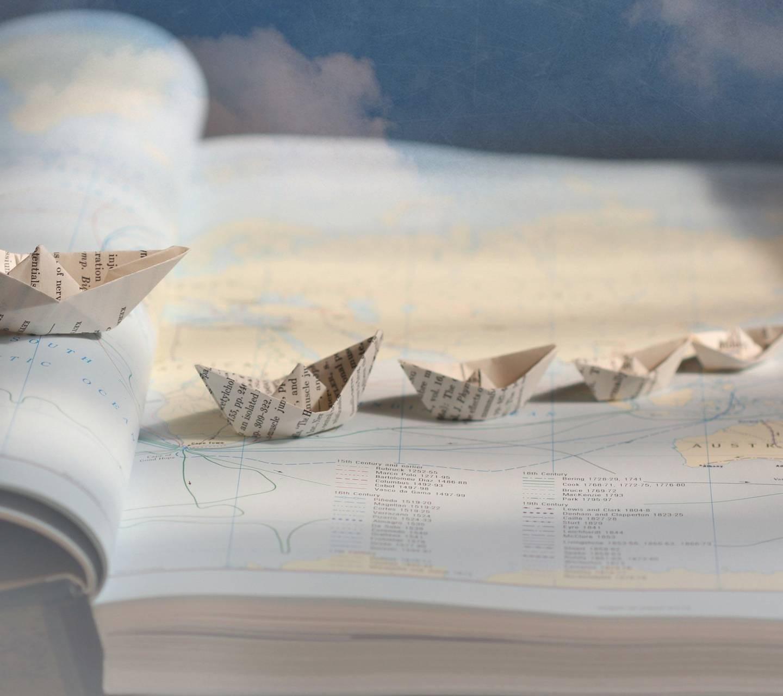 عکس زمینه قایق کاغذی پس زمینه