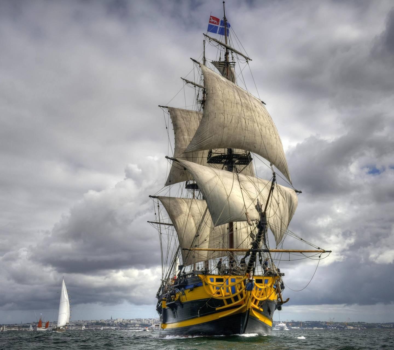 عکس زمینه کشتی قدیمی بادبانی پس زمینه