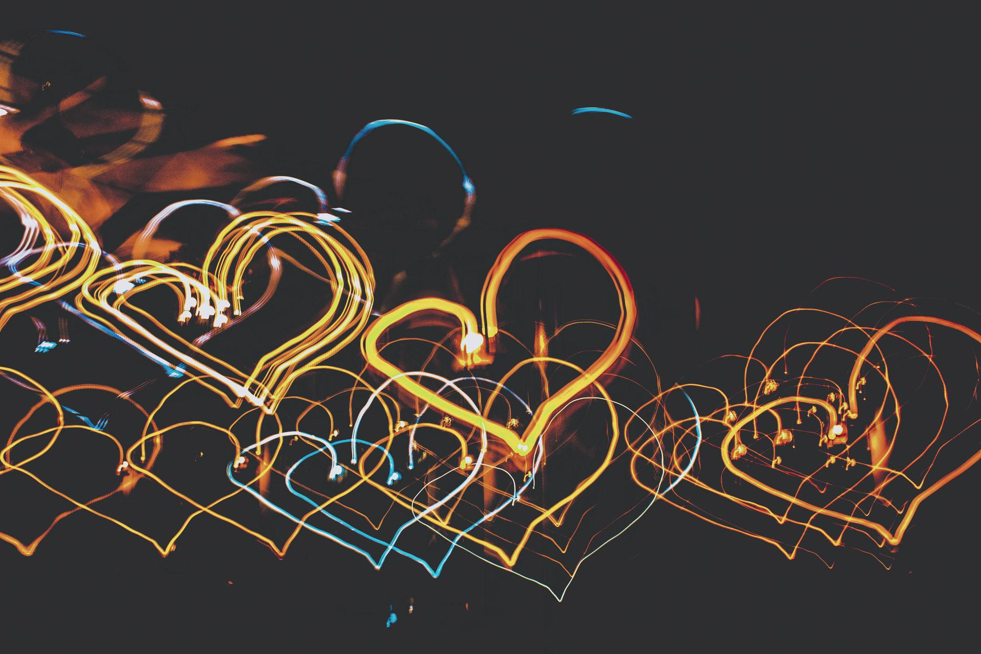 عکس زمینه نورپردازی شکل قلب پس زمینه