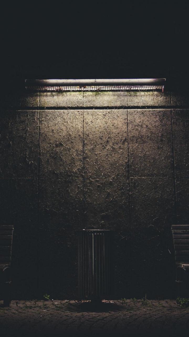 عکس زمینه نور روی دیوار شب تاریک پس زمینه