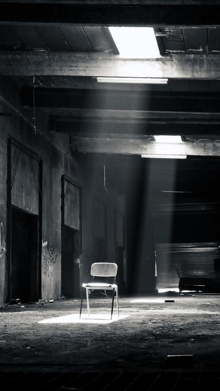 عکس زمینه سیاه و سفید مکان متروکه پس زمینه