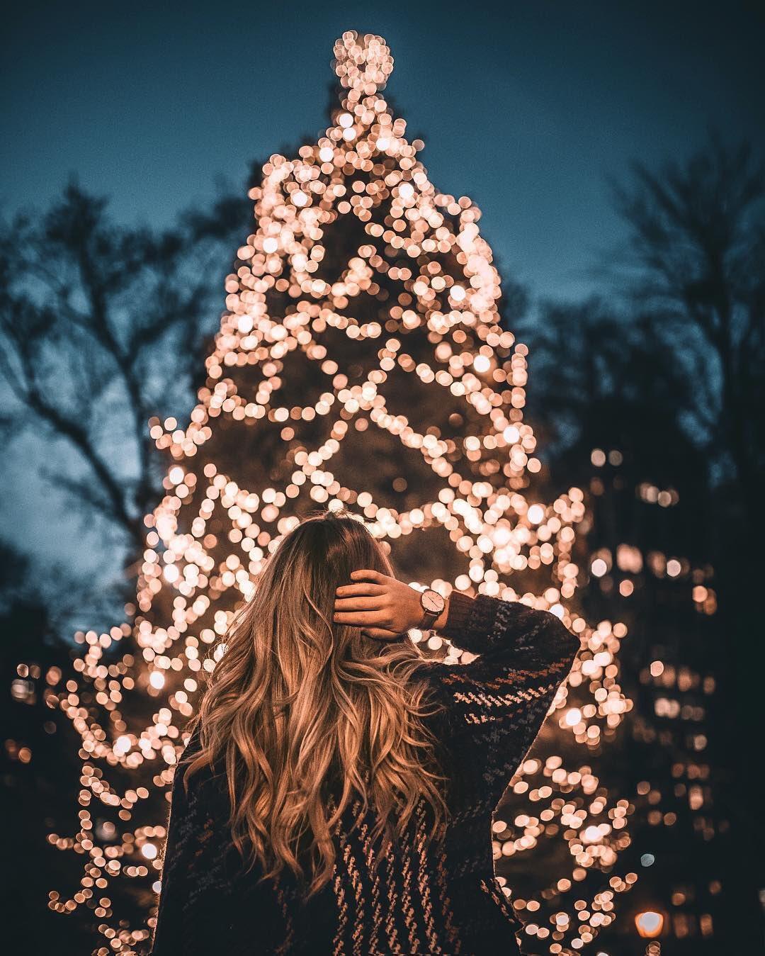 عکس زمینه درخت کریسمس روشن دخترانه پس زمینه