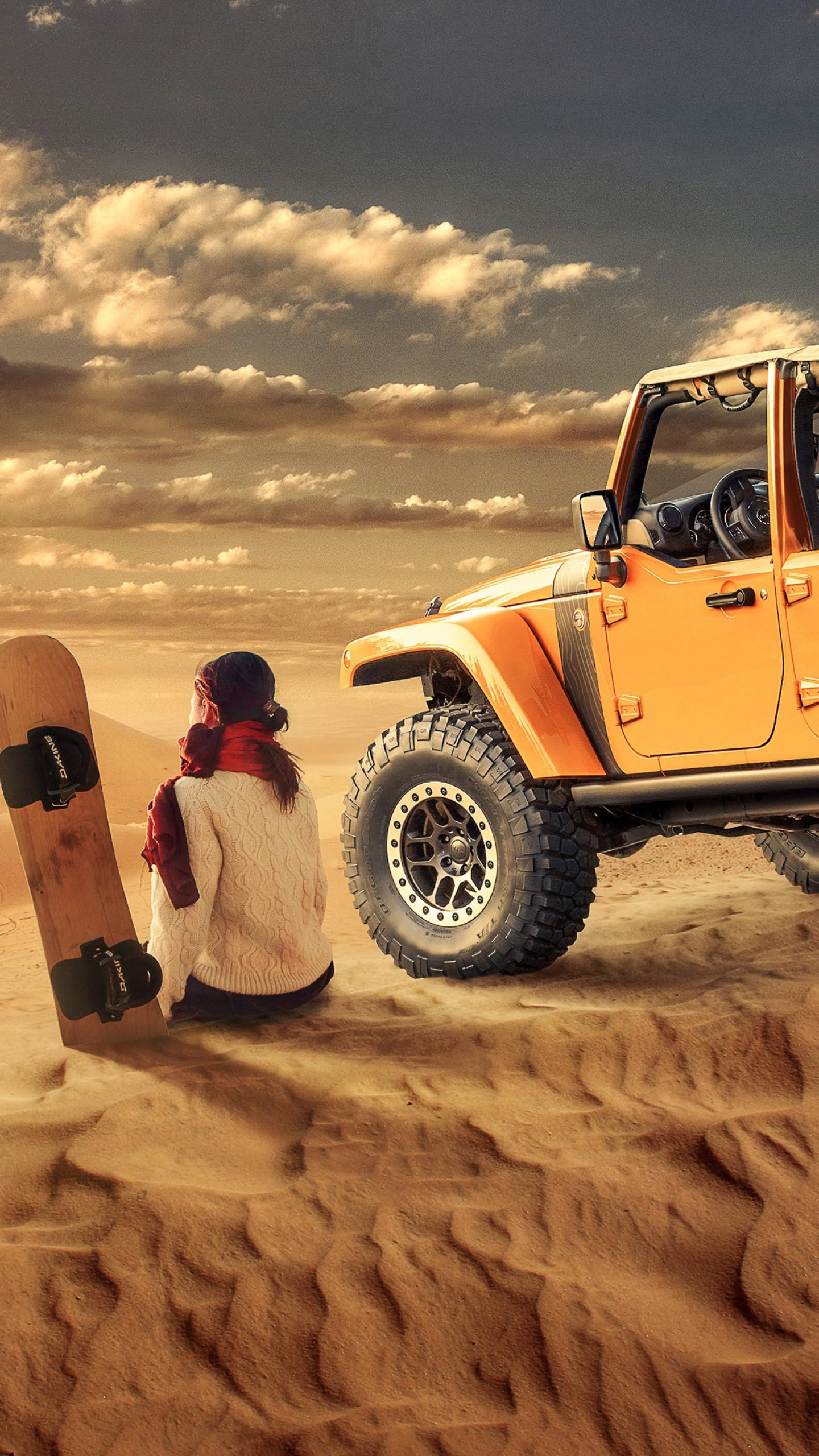 عکس زمینه دختر اسکیت سوار در کنار آفرود زرد در صحرا پس زمینه