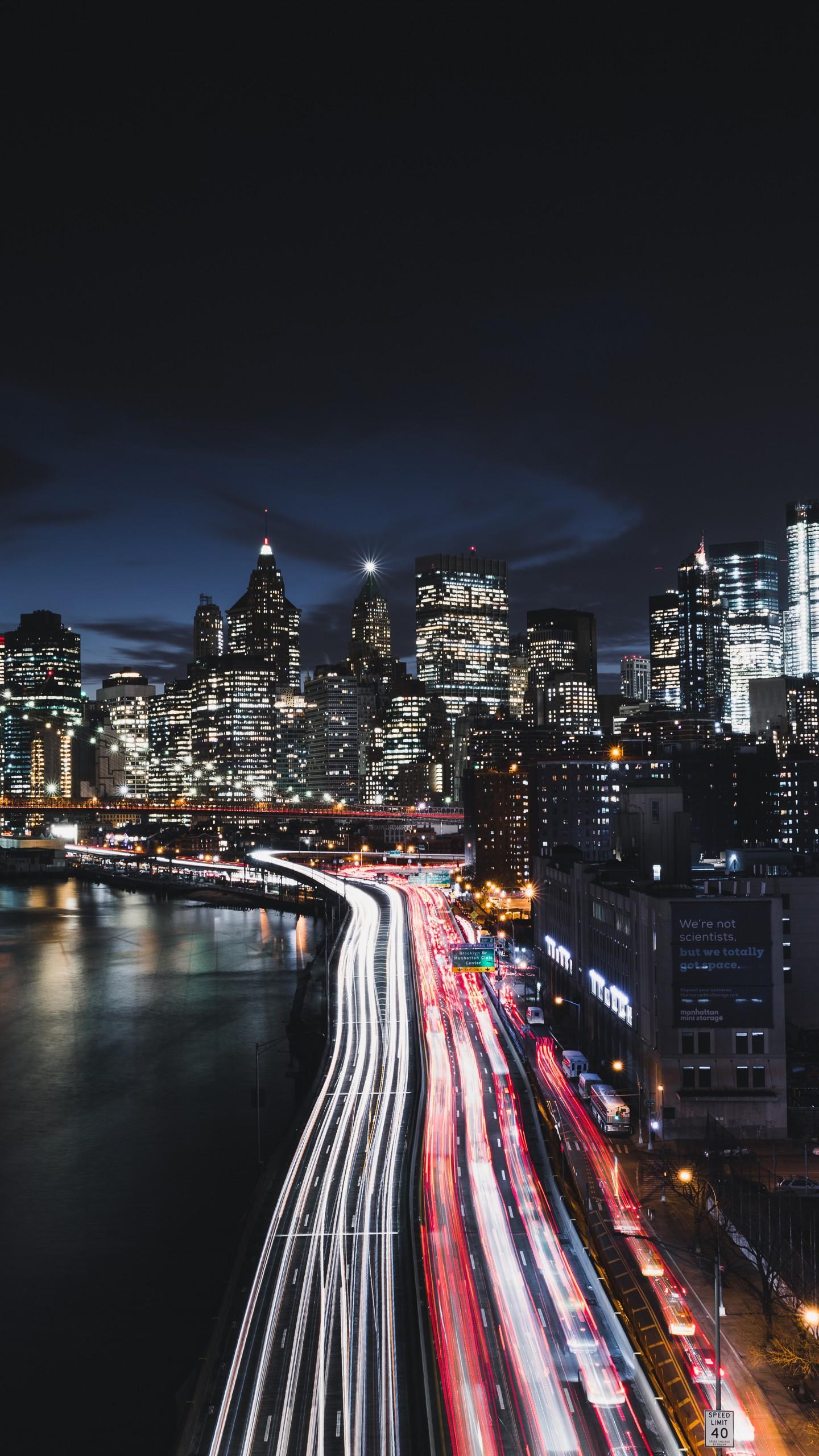 عکس زمینه رانندگی شبانه در شهر منهتن پس زمینه