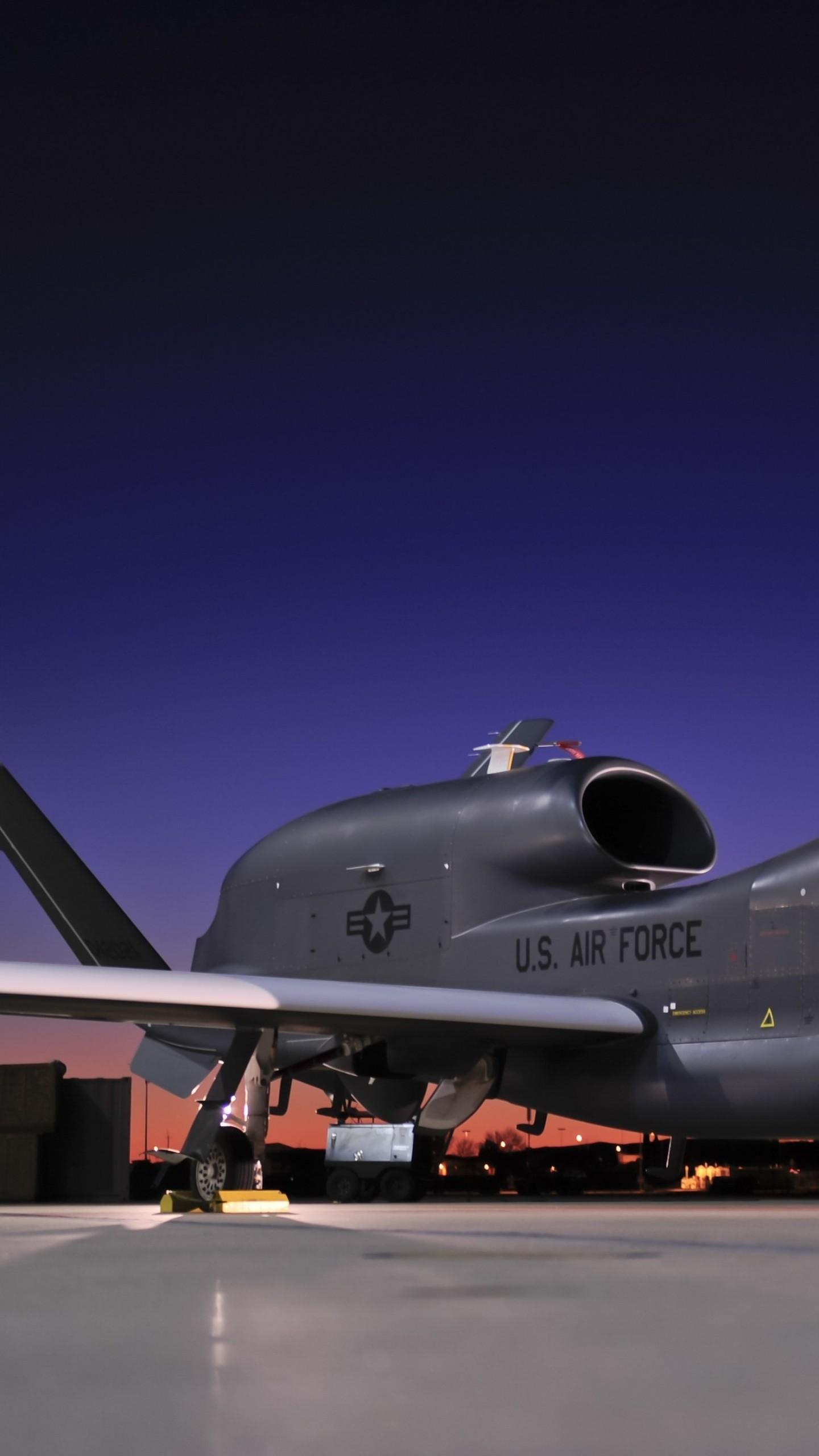 عکس زمینه هواپیمای جاسوسی گلوبال هاوک ارتش آمریکا پس زمینه