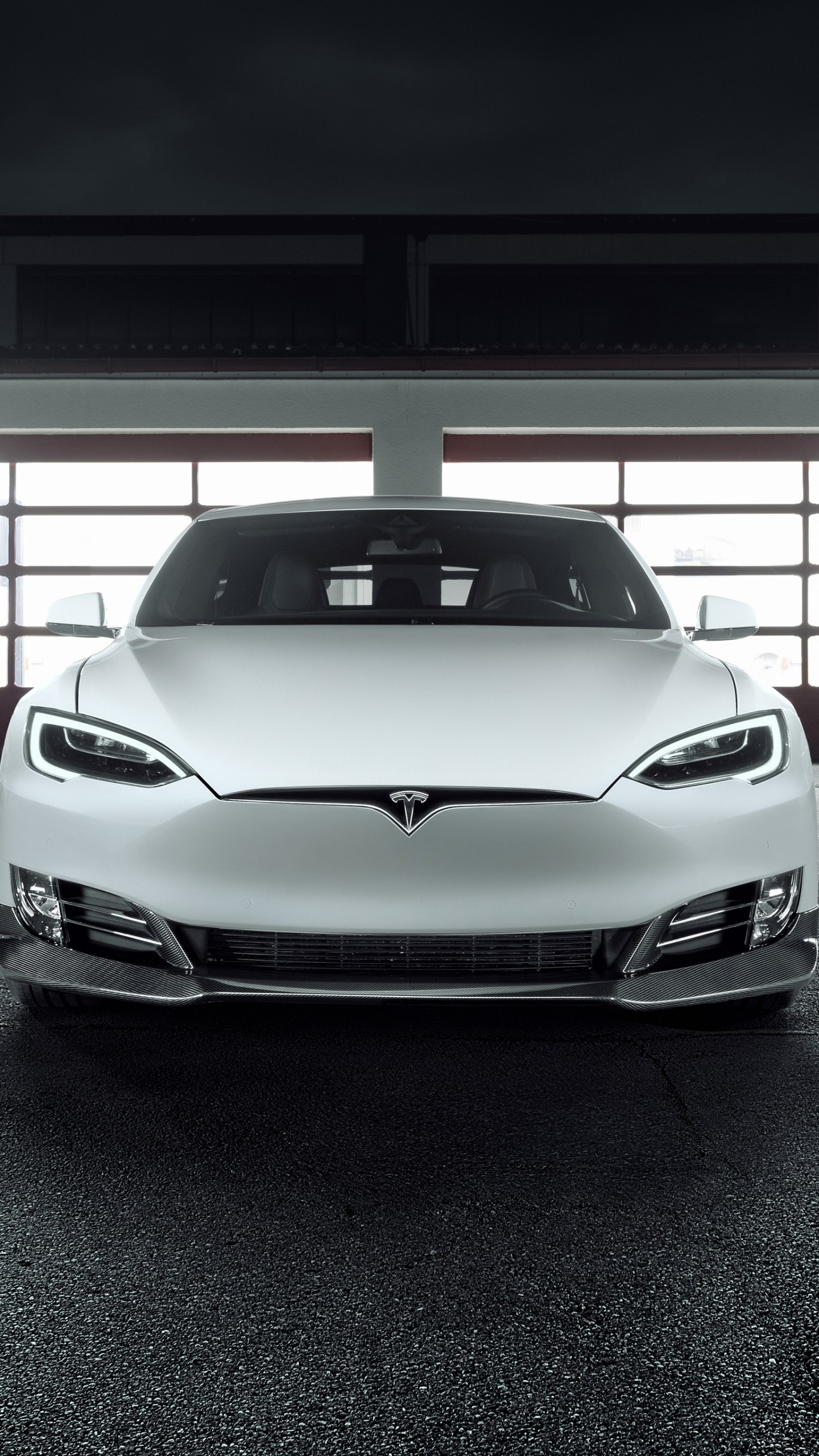 عکس زمینه مدل جدید اتومبیل تسلا سفید رنگ پس زمینه