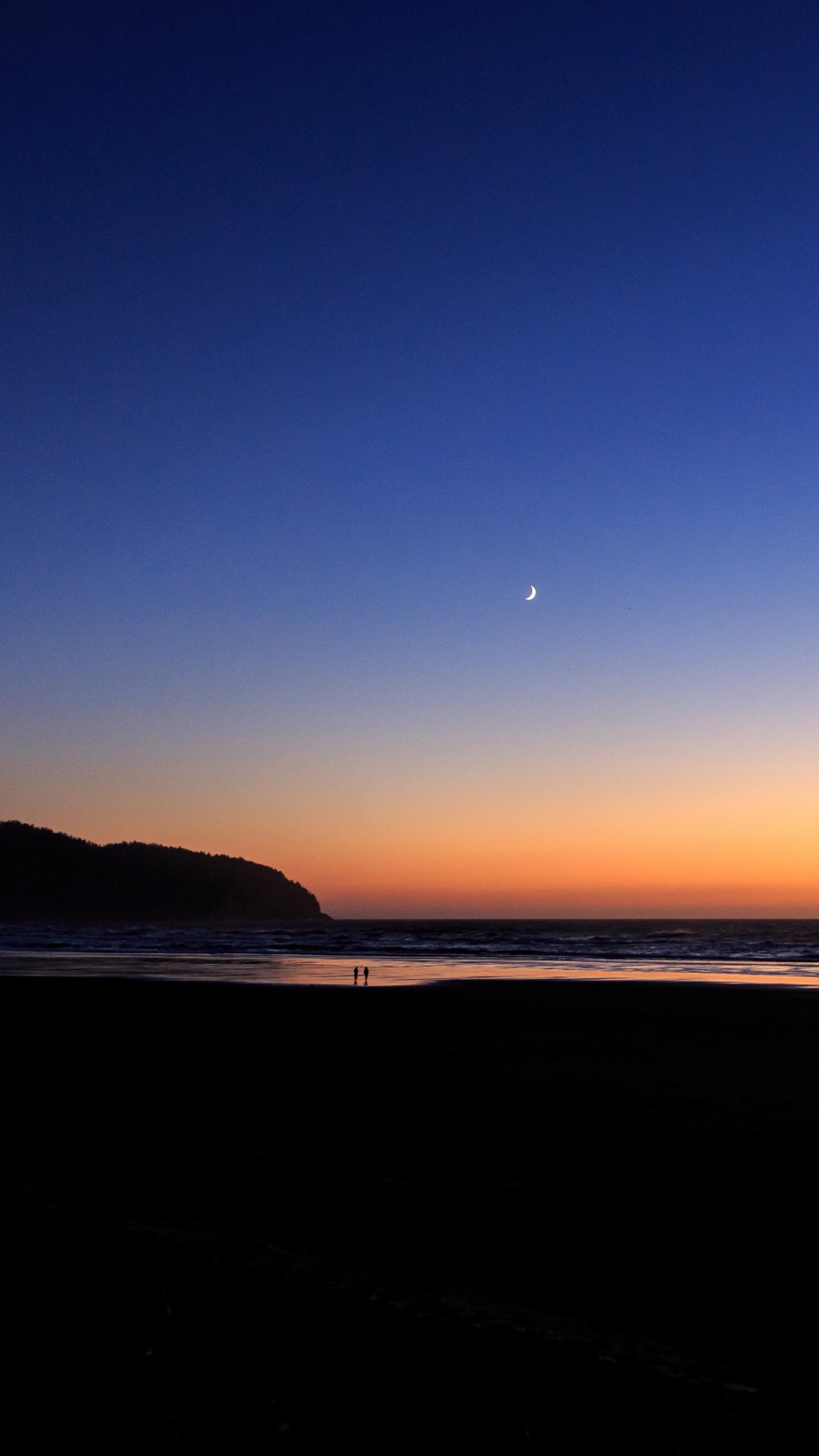 عکس زمینه افق غروب آفتاب در ساحل دریا تاریک پس زمینه