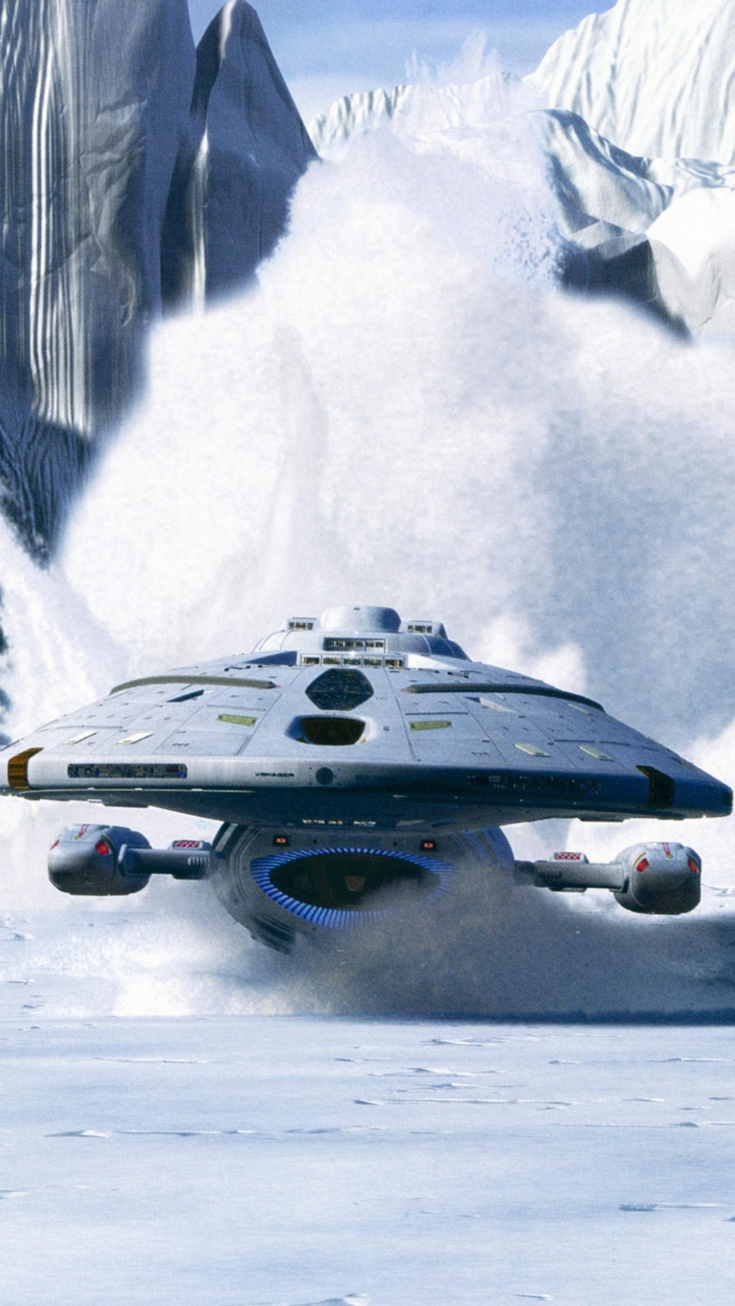 عکس زمینه سفینه فضایی در میان برف پس زمینه