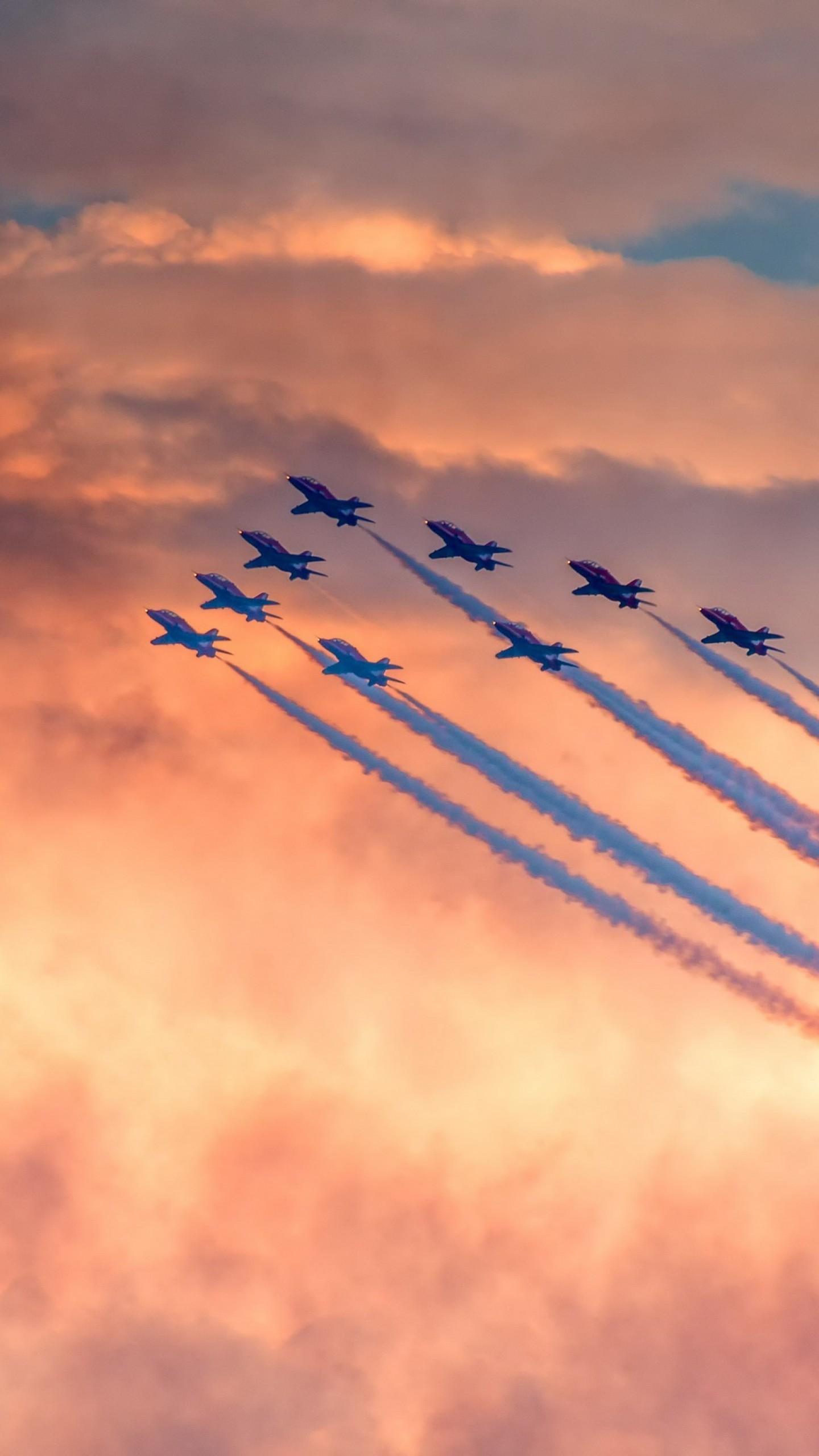 عکس زمینه نمایش هوایی هواپیماهای نظامی پس زمینه