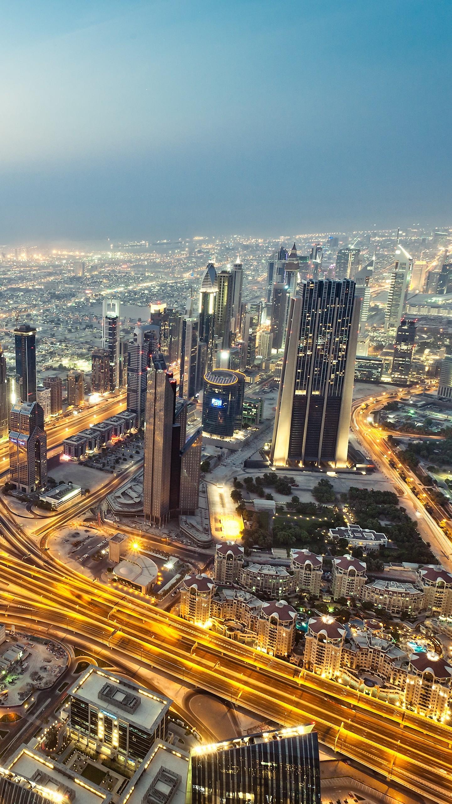 عکس زمینه آسمان خراش های شهر دبی در امارات پس زمینه