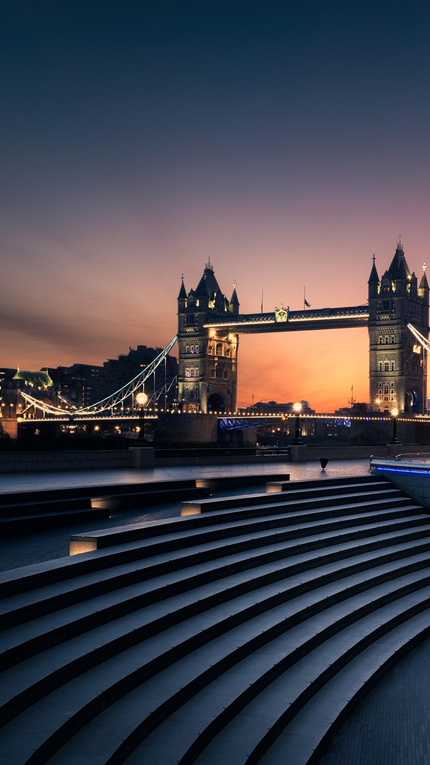عکس زمینه پل برج لندن در شب پس زمینه