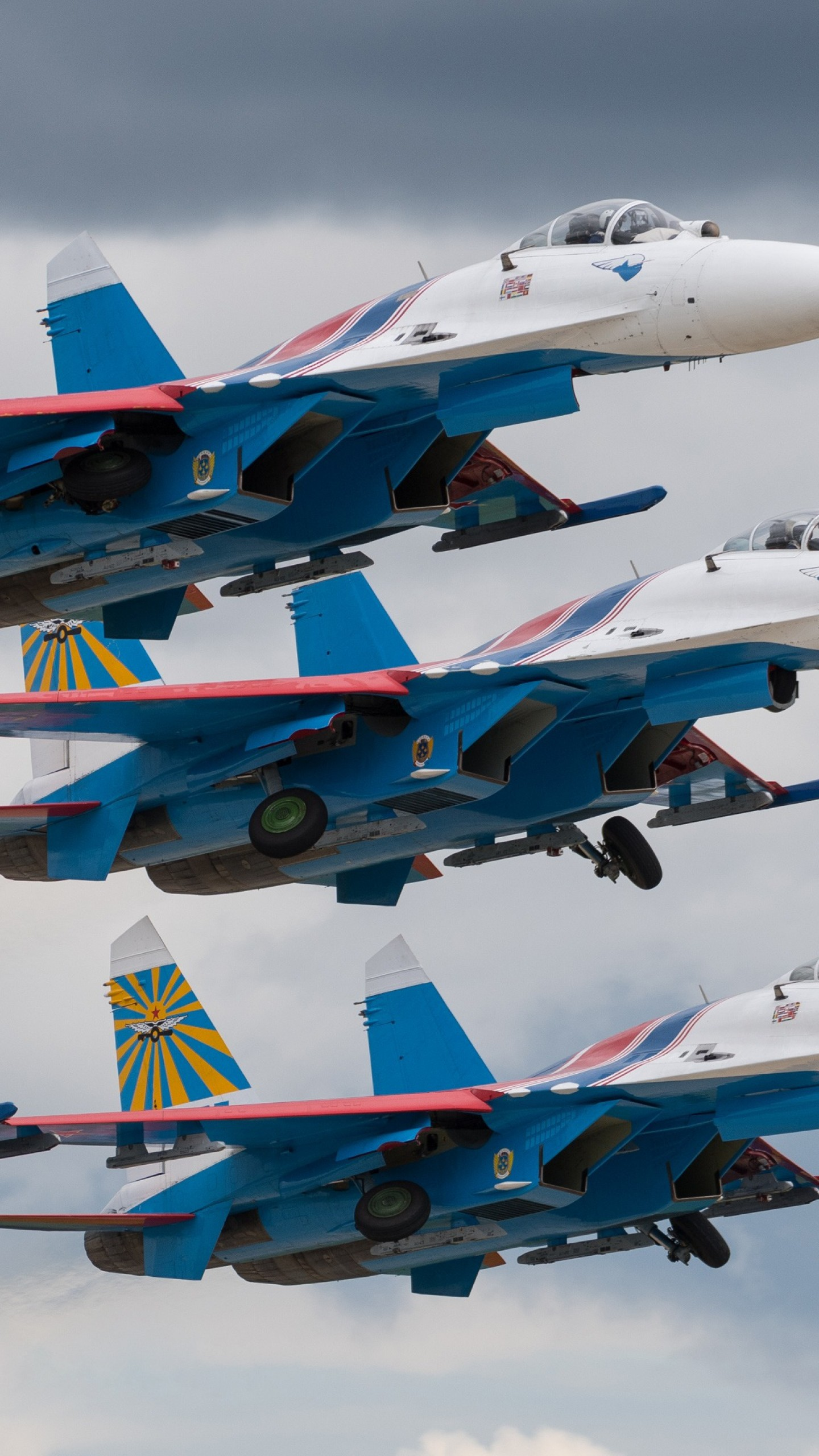 عکس زمینه هواپیمای نظامیجنگنده سوخو نیروی هوایی روسیه پس زمینه