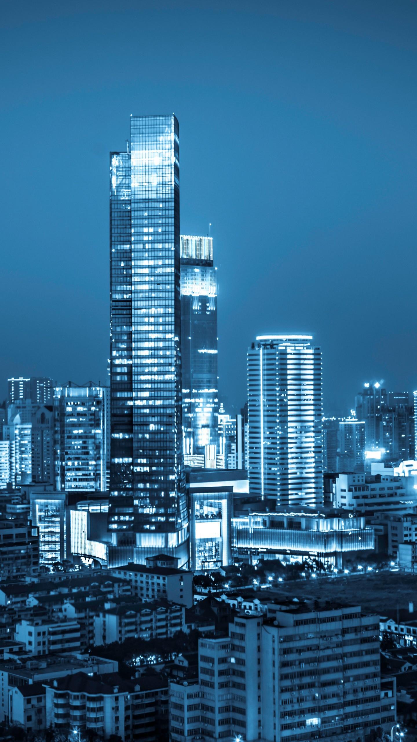عکس زمینه شهر مدرن جهانی در شب و ساختمان های بلند پس زمینه