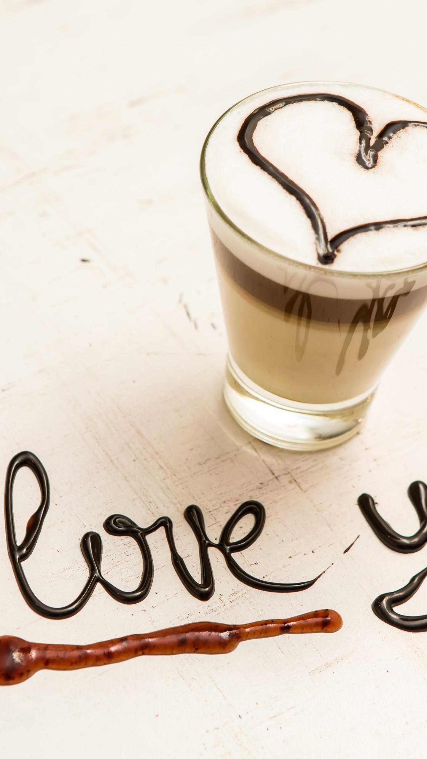 عکس زمینه قهوه شکلاتی و نوشته من عاشق تو هستم پس زمینه
