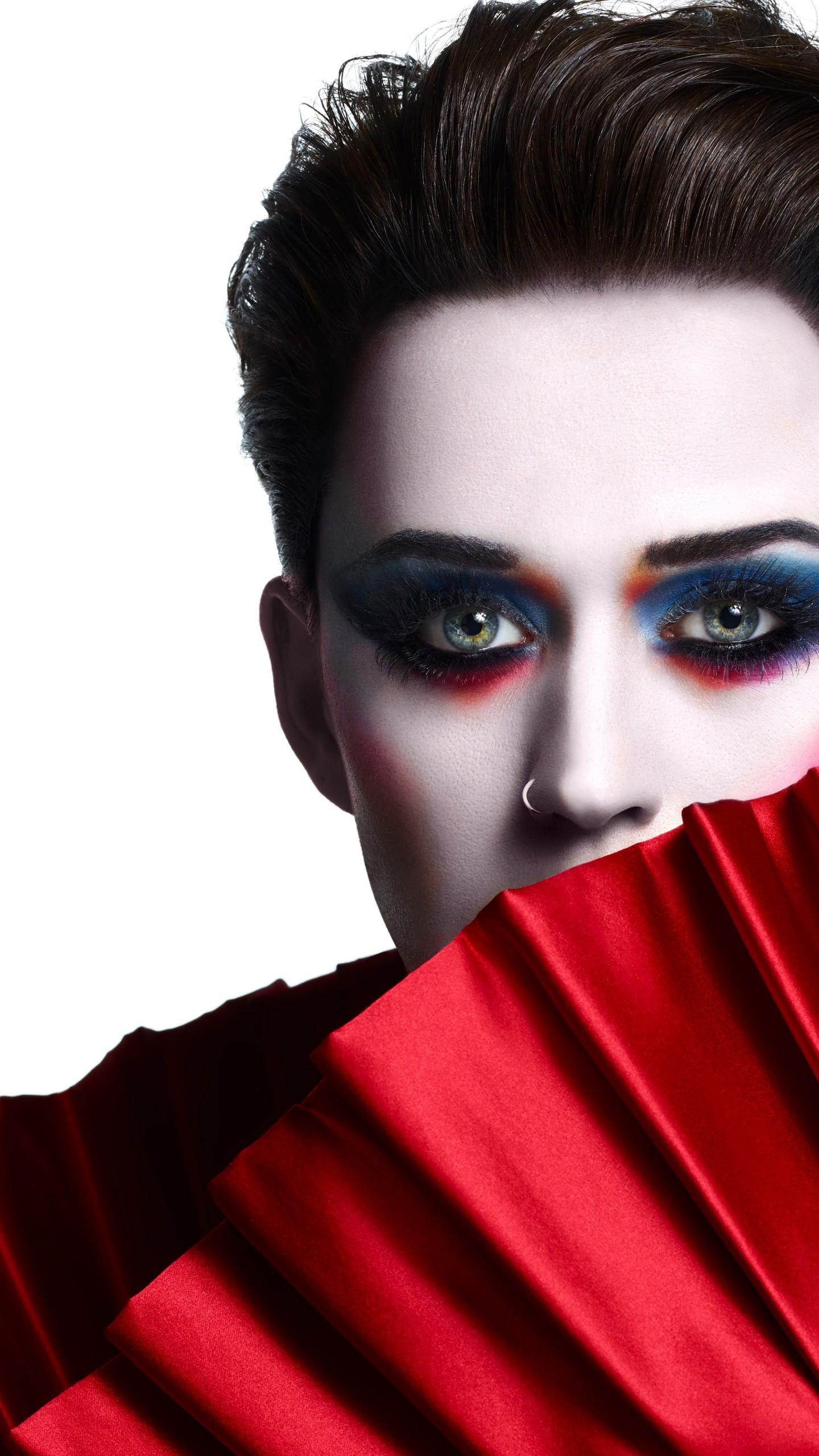 عکس زمینه چهارمین آلبوم استودیویی خواننده آمریکایی کیتی پری پس زمینه