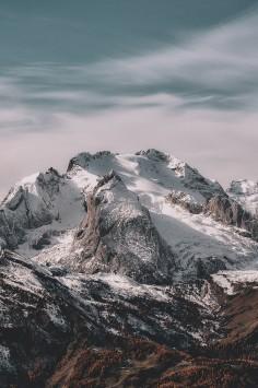 عکس زمینه چشم انداز از کوهستان برفی