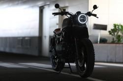 عکس زمینه موتورسیکلت پارک شده