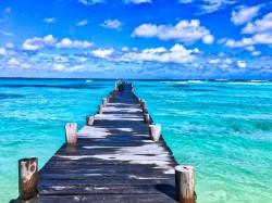 عکس زمینه اسکله و اقیانوس