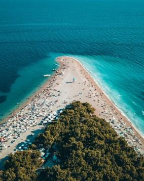 عکس زمینه جزیره مثلثی و اقیانوس