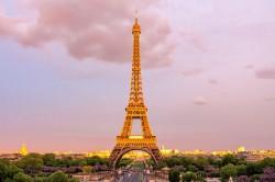 عکس زمینه برج ایفل در غروب بهار
