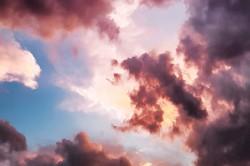 عکس زمینه ابرهای قرمز و آسمان آبی