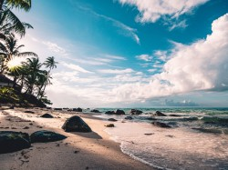 عکس زمینه دریا کنار