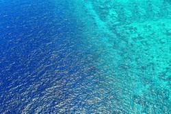 عکس زمینه آب دریا روشن و تیره